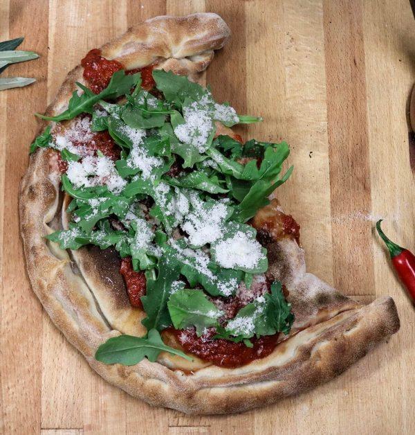 calzone folded pizza
